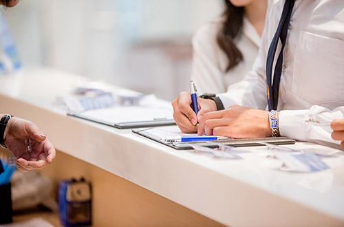 Stres w pracy managerów i rejestratorek - jak sobie radzić?